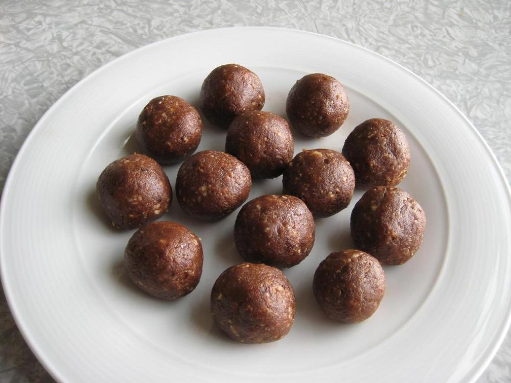 Chocolate Power Bar Balls from Elana's Pantry
