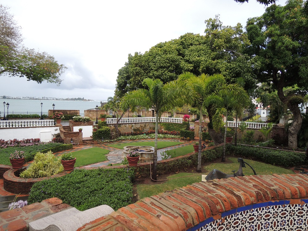 La Fortaleza - Palacio de Santa Catalina grounds and fountains